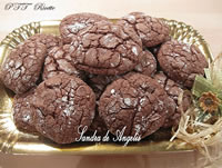 Biscotti al cioccolato fondente con cuore tenero