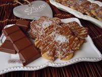 Biscotti decorati con cioccolato e cocco