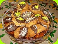 Biscotti di frolla montata bagnati nel cioccolato