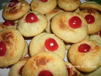 Biscotti di frolla montata con ciliegie candite