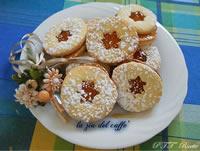 Biscotti farciti con confettura di albicocche