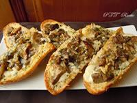 Bruschette al forno con funghi e mozzarella