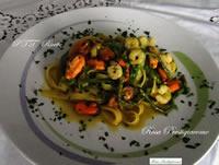 Fettuccine con asparagi selvatici, cozze e gamberetti