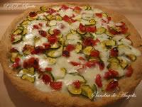 Pizza integrale con zucchine e pomodori Pachino