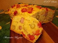 Plumcake con wurstel, pomodorini e olive