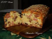Plumcake salato con mortadella, provolone piccante e olive