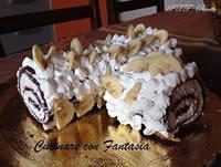 Rotolo al cioccolato farcito con panna e banane