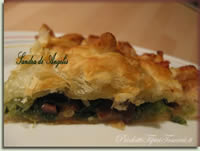 Torta salata di scarola con corona di salsiccia