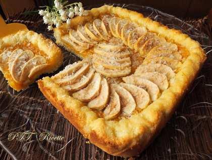 Crostata morbida al cocco con mele e marmellata