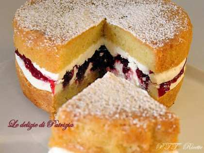 min-victoria-sponge-cake-1.jpg