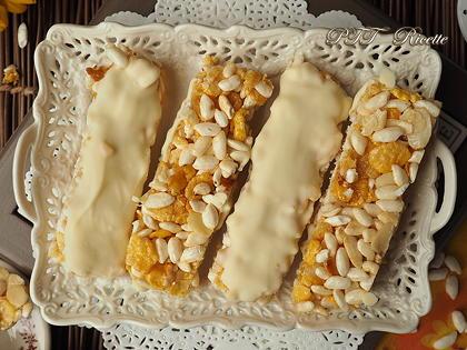 Barrette di cereali fatte in casa con cioccolato bianco