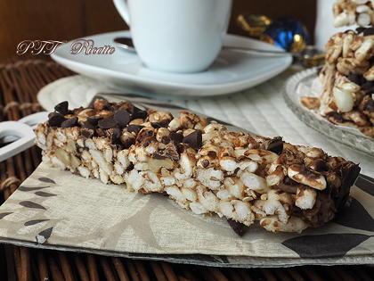 Barrette di cereali fatte in casa con noci e cioccolato