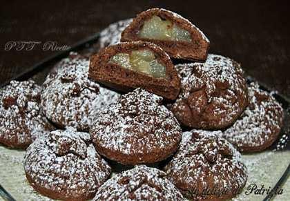Biscotti al cacao ripieni di pere caramellate