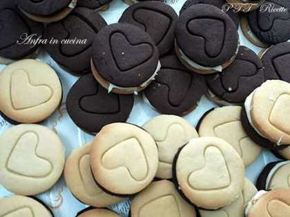 Biscotti bicolore farciti tipo Ringo