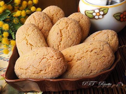 Biscotti con semola e semi di anice