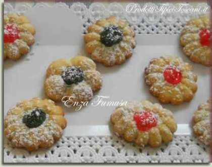 Biscotti di frolla con ciliegie candite