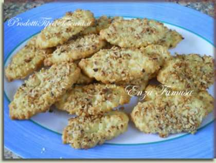 Biscotti di frolla con noccioline
