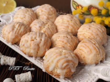 Biscotti di ricotta con glassa al limone
