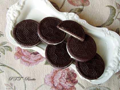 Biscotti farciti con cioccolato bianco