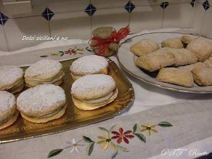Biscotti farciti con crema pasticcera