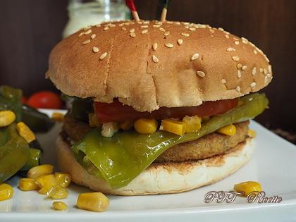 Burger vegetale ai ceci e peperoni verdi dolci