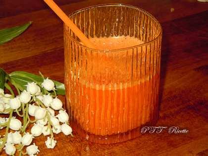 Centrifugato di ananas e carote