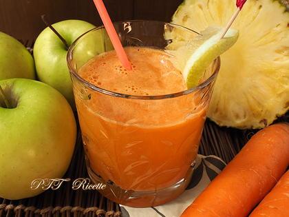 Centrifugato di ananas, mela, carota
