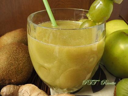 Centrifugato di kiwi, mele, zenzero