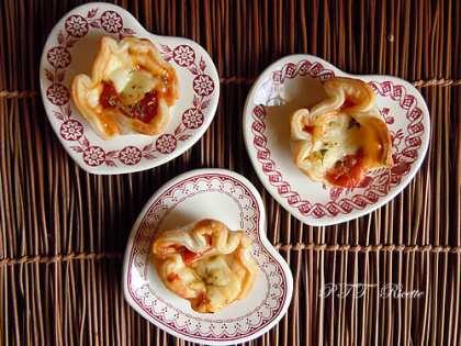 Cestini di pasta sfoglia pomodoro e formaggio