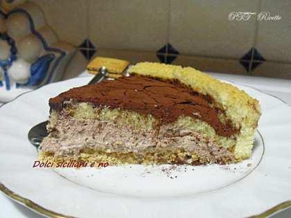 Cheesecake Tiramisù con pan di Spagna e crema al Philadelphia