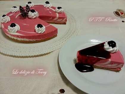 Cheesecake variegato ai frutti di bosco