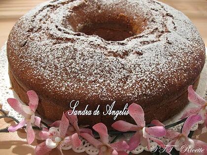 Ciambellone alla vaniglia con confettura di amarene