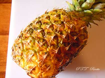 Centrifugato di ananas, mele e sedano