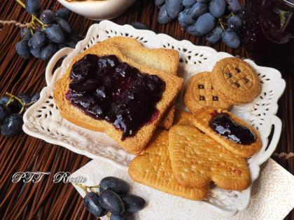 Confettura di uva nera fatta in casa
