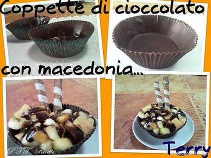 Coppette di cioccolato con macedonia