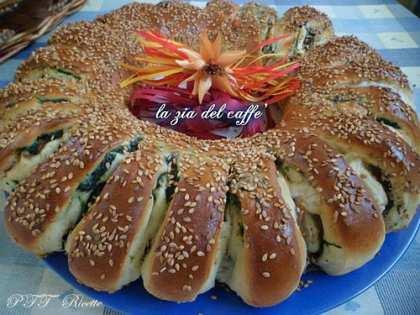 Corona di pan brioche con spinaci, cotto e Galbanino