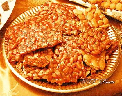 Croccante di mandorle e arachidi