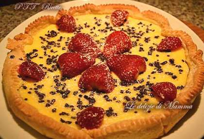 Crostata alla crema di formaggio, cioccolato e fragole