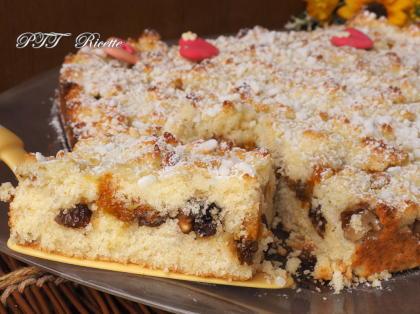 Crostata morbida al cocco con noci, marmellata e uvetta