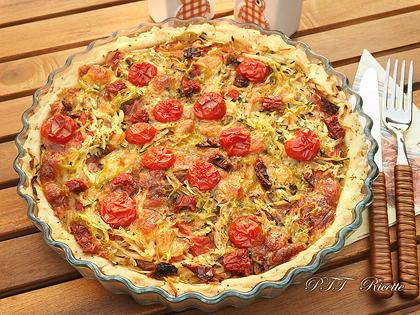 Crostata salata senza glutine con zucchine, peperoni arrostiti, patate e scamorza