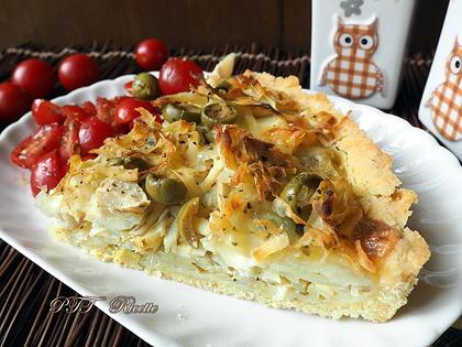 Crostata salata senza glutine di patate, olive e mozzarella