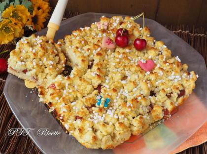 Crostata sbriciolata al cocco con ciliegie