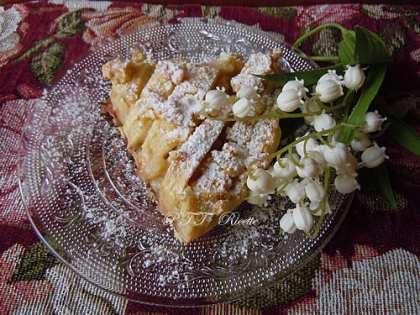 Crostata vegana con crema, mele e cioccolato