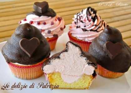 Cupcakes con frosting al mascarpone, alchermes e cioccolato