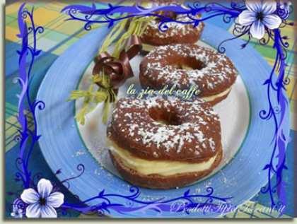 Donuts al cacao con crema pasticcera