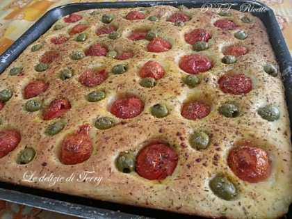 Focaccia pomodorini e olive