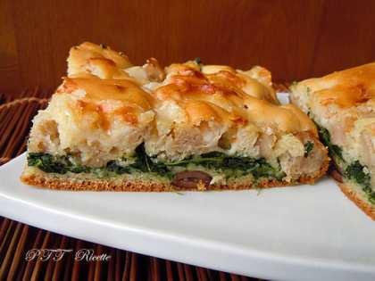 Focaccia veloce ad impasto molle con spinaci, salsiccia, provolone