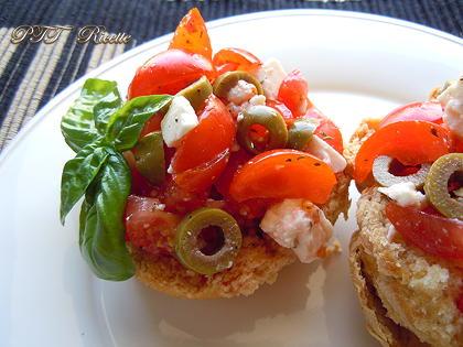 Friselle con pomodori, olive e ricotta