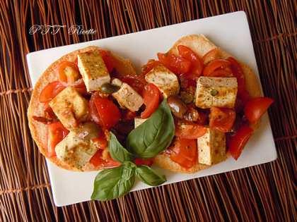 Friselle con pomodorini, tofu, olive