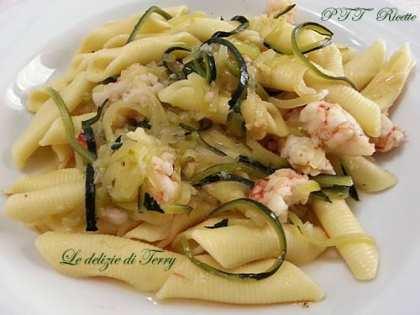 Garganelli con gamberi e julienne di zucchine